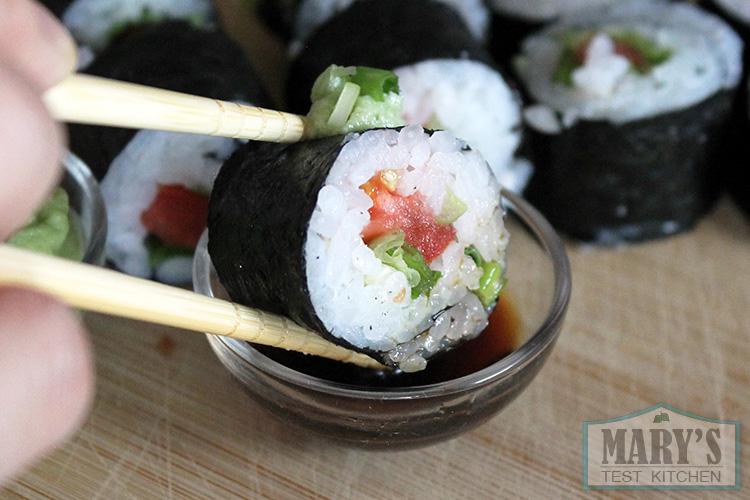 close-up-vegan-tomato-maki-sushi-piece
