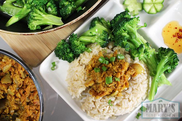 vegan-curry-beefless-crumbles-rice-brocolli-dinner