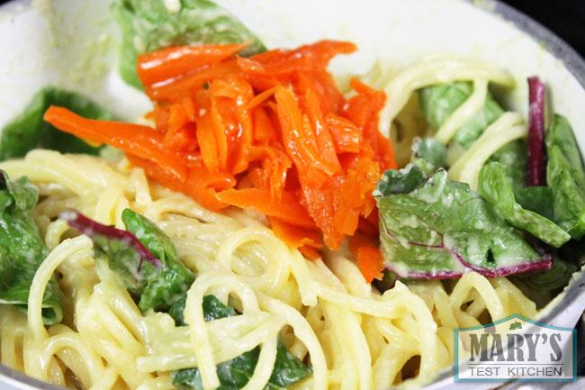 spaghetti carbonara in pot