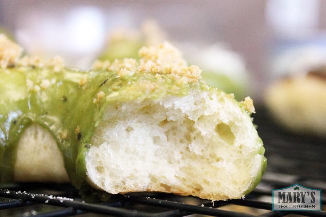 vegan-yeast-donut-baked-inside-texture